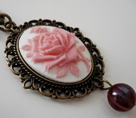 Kette La vie en rose oval Viktorianisch