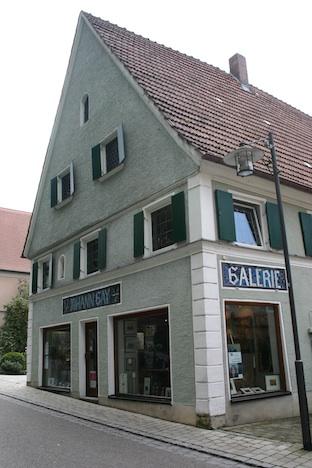 In dieser Galerie ihrer Eltern befindet sich das Seifenlädchen von Sigrid Groß, der Inhaberin von Seifenkultur Burgau.