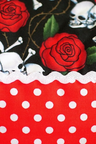 A*Nuke Tasche Skulls Roses Detail 1 Musthave der Woche Gewinnspiel Pinup-Fashion-Magazin