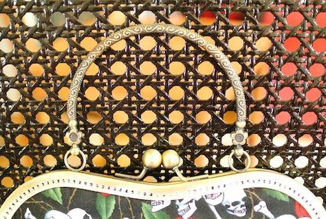 A*Nuke Tasche Skulls Roses Detail 2 Musthave der Woche Gewinnspiel Pinup-Fashion-Magazin