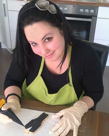 Zuckerbäckerin Beyza bei der Arbeit