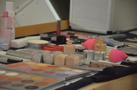 Makeup und Schmink Zubehör backstage beim DYNAMITE-Pin-up Contest 2014 für das Styling der Pinup Models.