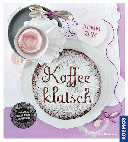 Komm zum Kaffeeklatsch ist ein Buch vom Kosmos Verlag rund um das Thema Kaffeetrinken / Kaffeeklatsh z.B. mit Freunden und Familie. Darin finden sich diverse Backrezepte, aber auch Anleitungen zur Zubereitung von Kaffee und Tee sowie der Dekoration der eigenen Kaffeetafel.