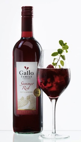 fsplgf01.07l-gallo-family-vineyards-summer-red-bowle-mit-flasche