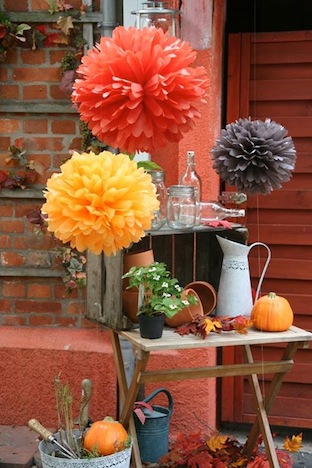 pom pom set september sun pom pom manufaktur gartenparty inspirationen pinup fashion magazin. Black Bedroom Furniture Sets. Home Design Ideas