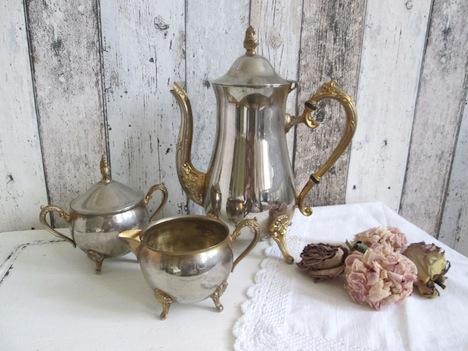 Haus- und Hofgestaltung Vintage Kernstueck Teatime Set