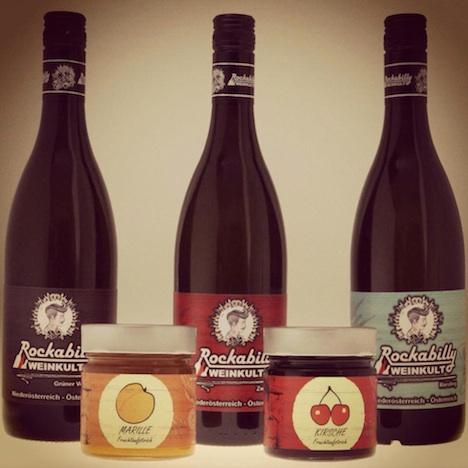 Rockabilly Weinkult Gruppenfoto Produkte Wein Fruchtaufstrich