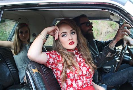 miyas Modelabel Bluse mit Rosenmuster Musthave der Woche Pinup-Fashion-Magazin_bild_3