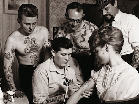 1000_tattoos true love Buch Taschen Verlag Ron Ackers at Work, Bristol, Great Britain, 1950s