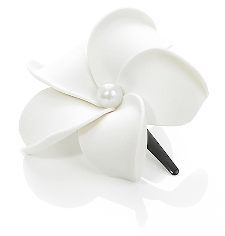 Dolly Martin Haarschmuck Haarbluete frangipani_hairclip_white_m_white_pearl_whpearl.m-00.00.22