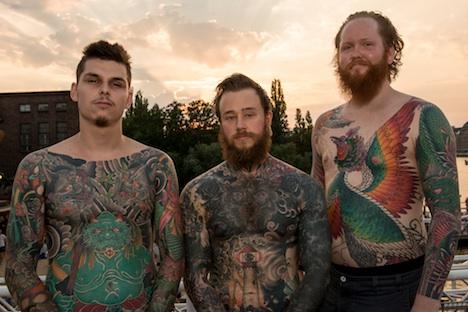 Berlin Tattoo Convention Besucher: Marvin aus den Niederlanden mit Lasse und Goran aus Norwegen
