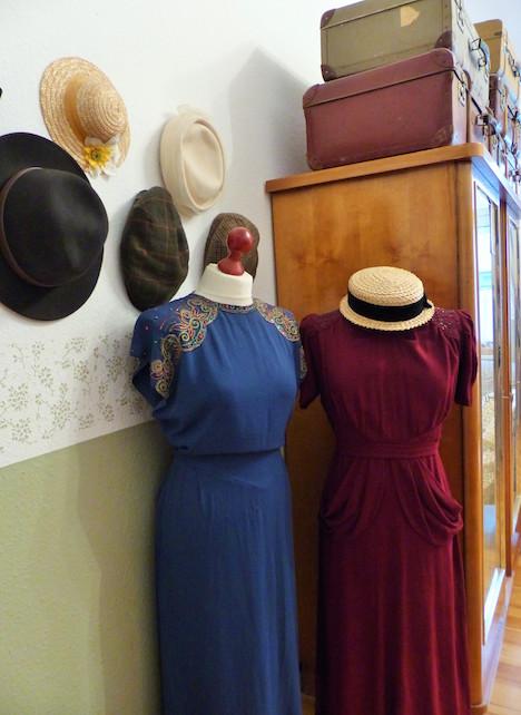 Judy, kleiner Teil Hutsammlung, Kleider Vintage