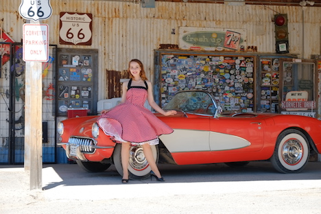 Style of the Week Pinup Model Rina Bambina Ganzkörper 2 - Route 66