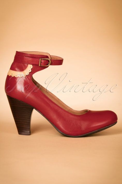 40s Cabriole Leather Pumps in Red