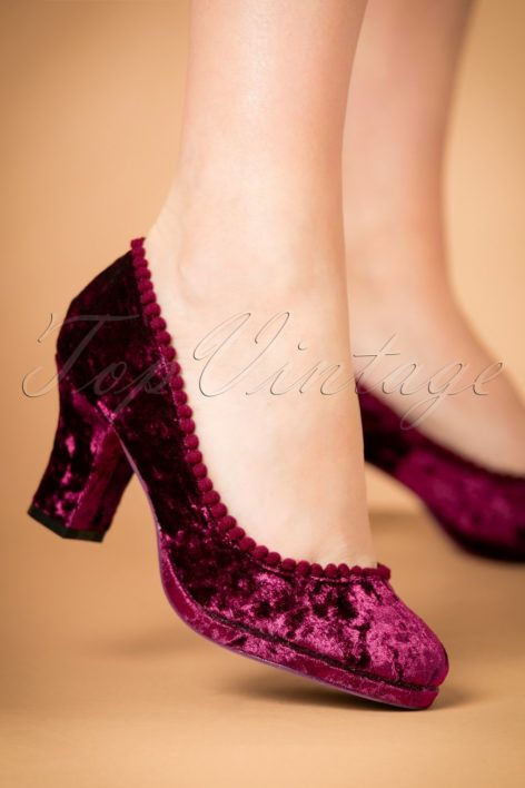 40s Honey Hush Velvet Pumps in Magenta