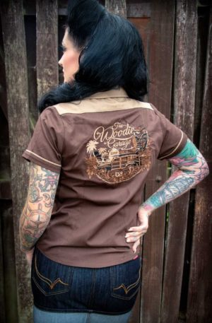 Rumble59 Ladies – Bluse The Woodie Garage – braun von Rockabilly Rules