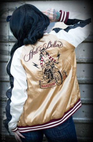 Rumble59 – Souvenir Jacket | 2-in-1 Satin Bomberjacke Hell's Belles von Rockabilly Rules