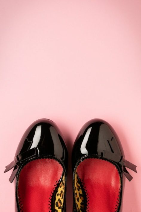 50s Dragonfly Pumps in Black