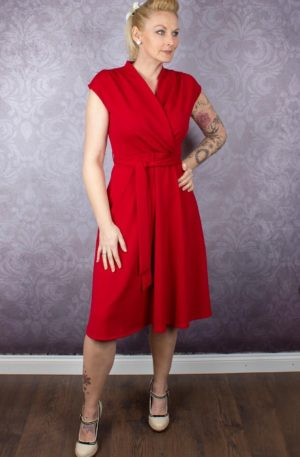Very Cherry Kleid – Cross Over Red Crepe von Rockabilly Rules