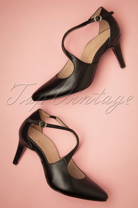 50s Pointy Leather T-Strap Pumps in Black