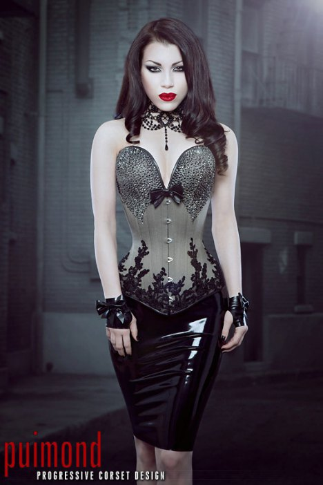 Model: Threnody in Velvet - Photo: Iberian Black Arts