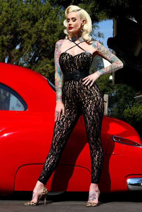 lace-jumpsuit_e14e0279-e9ed-4283-95dc-16be92133224