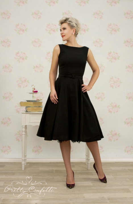 kleid_jazmin_circle_black_model1-600x920